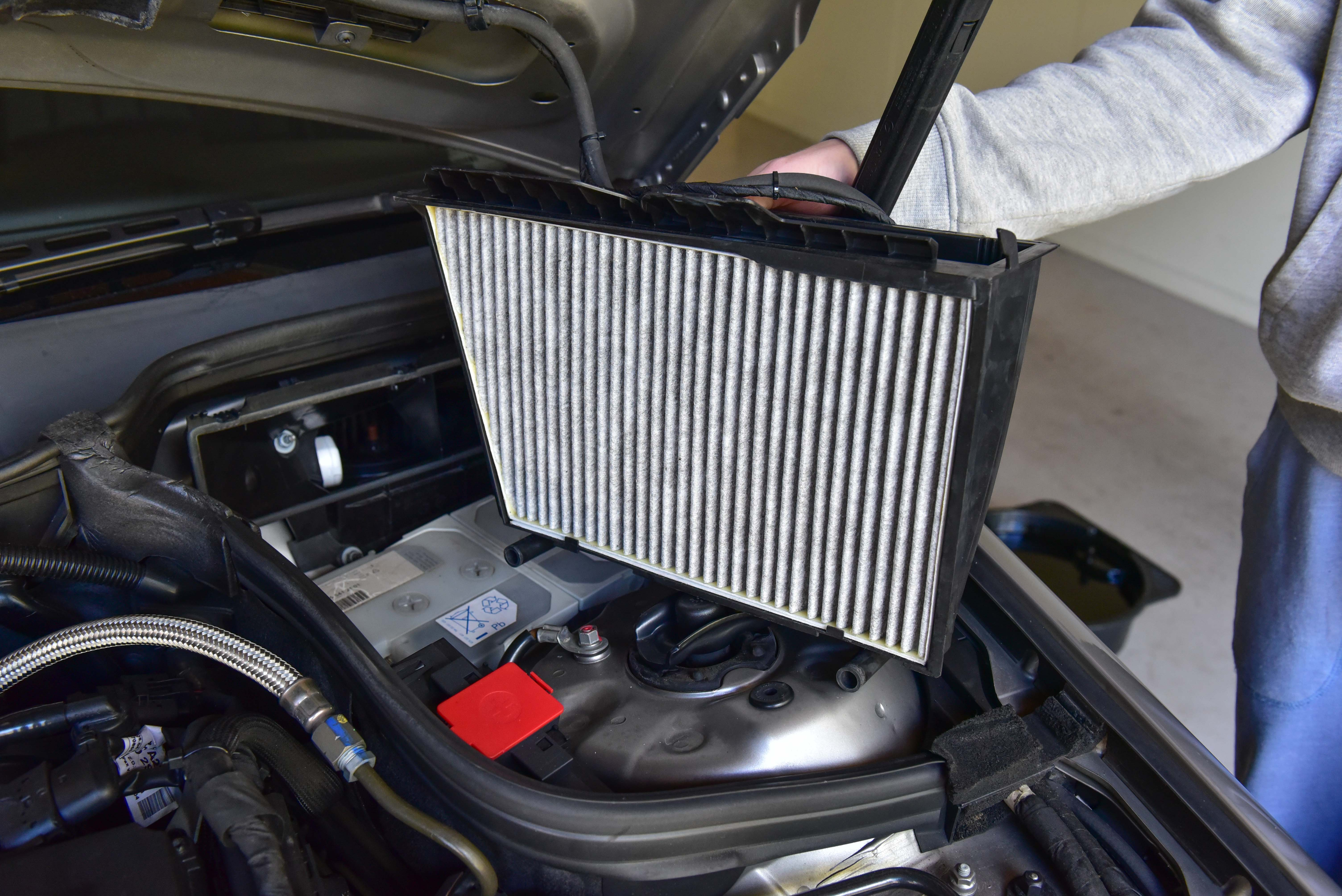 how to change air filter mercedes c240