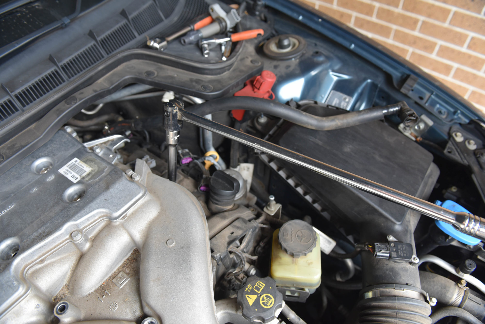Changing VE Commodore V6 Spark Plugs
