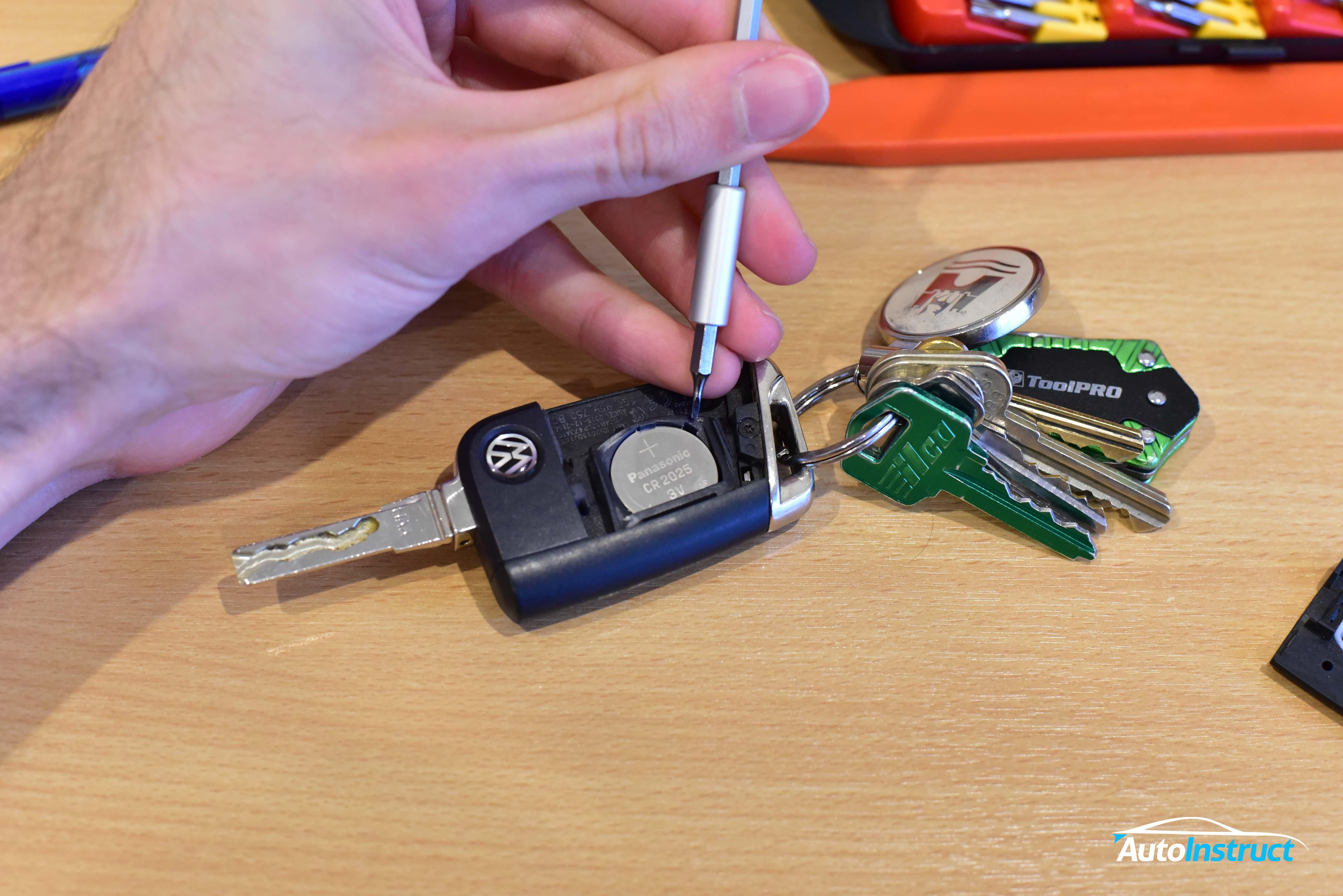Changing Remote Key Battery – MK7 Golf / MQB – AutoInstruct